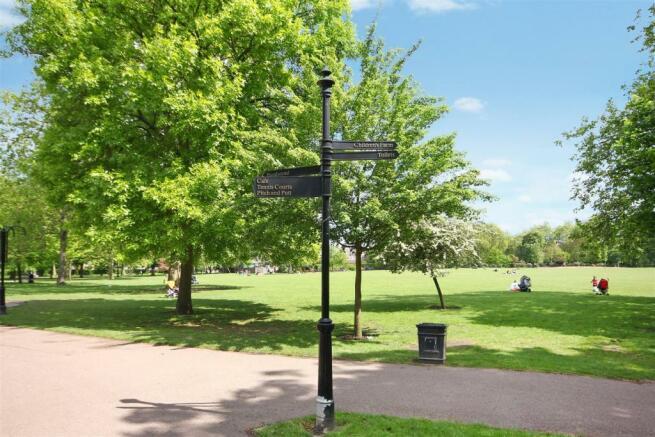 Five minutes of Queens Park parklands