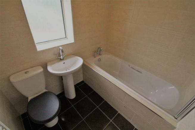 CROSS ST BATHROOM.jpg