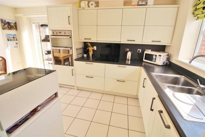 Hawthorn Close  Kitchen 1.jpg