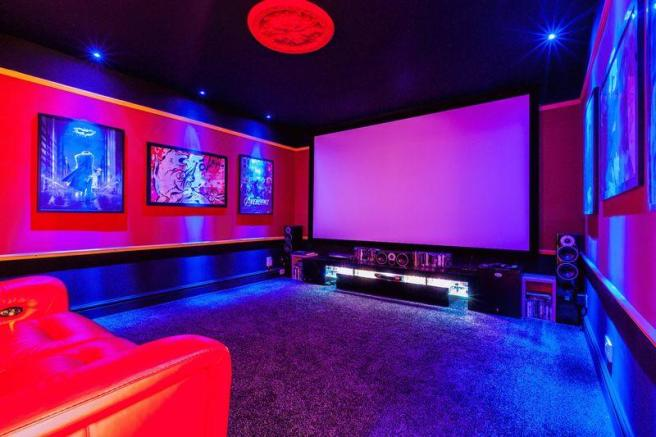 Cinema room / Bed