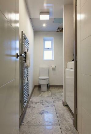 Shower Room / ...