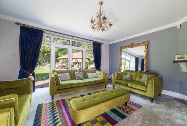 Summer lounge (rear)