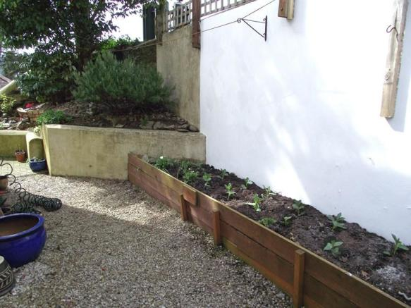 Side garden.