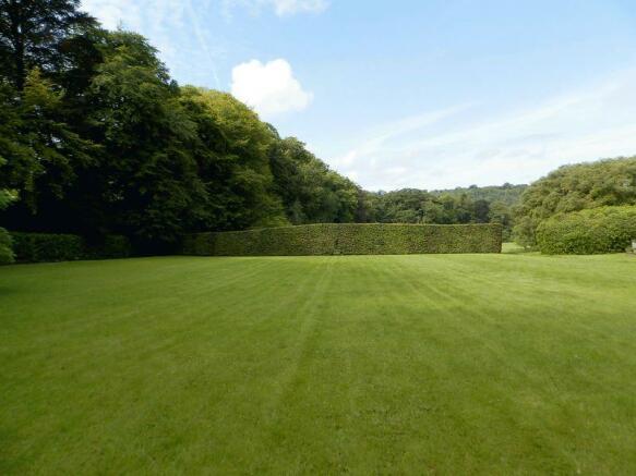 Spacious Lawne...