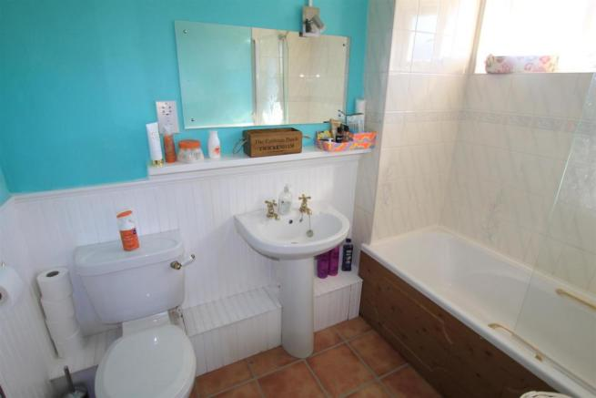Family Bathroom / WC