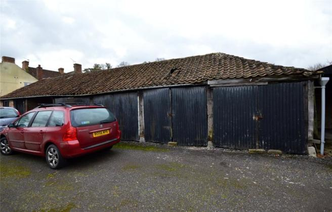 Outbuildings/Yard