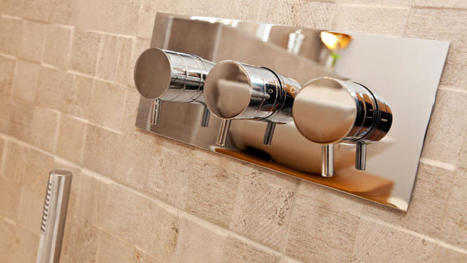 GLD26505 spec shower banner