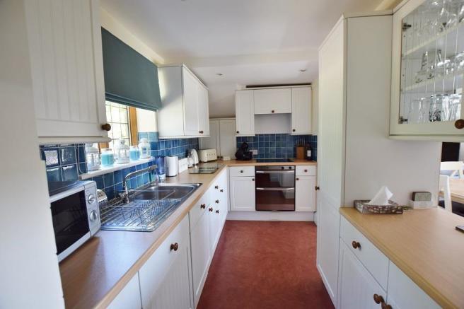 1 Bourton Far Hill Cottages - Kitchen.jpg