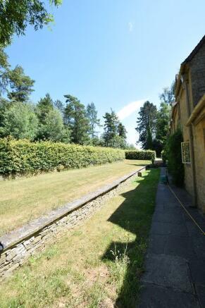 1 Bourton Far Hill Cottages - Front shared Garden.