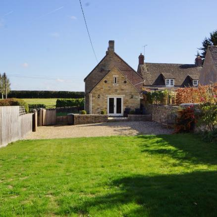 Shepherds Cottage - Garden to house.jpg