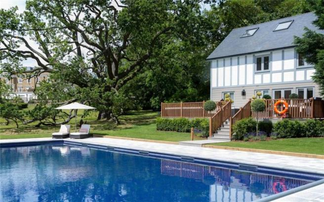 Englemere Poolhouse