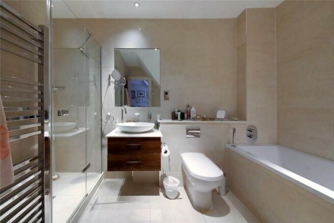 2 Bathrooms, SL5