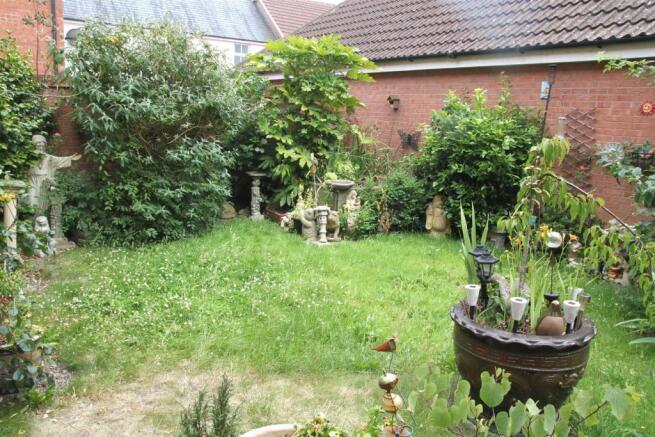 Rear Garden (4).JPG