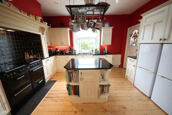07 charnock bates estate agents, dalehurst, 50 smi