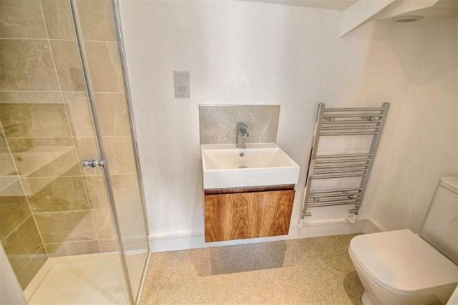 EN-SUITE SHOWER /WC
