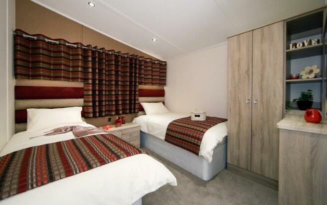 Versaile bedroom 2.jpg