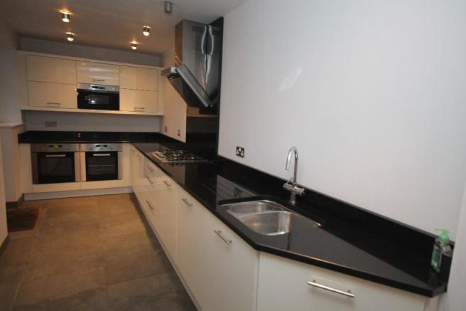 'L' SHAPED KITCHEN EXTENSION