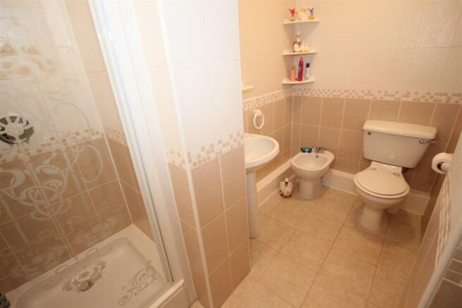 shower rm.JPG