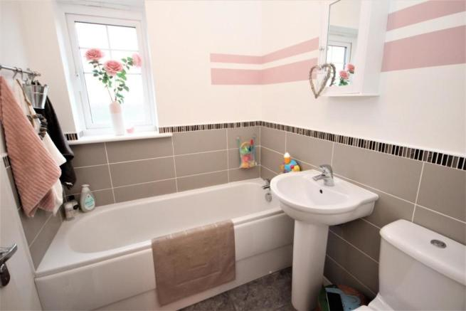 3 bedroom detached house for sale in Westfields ...