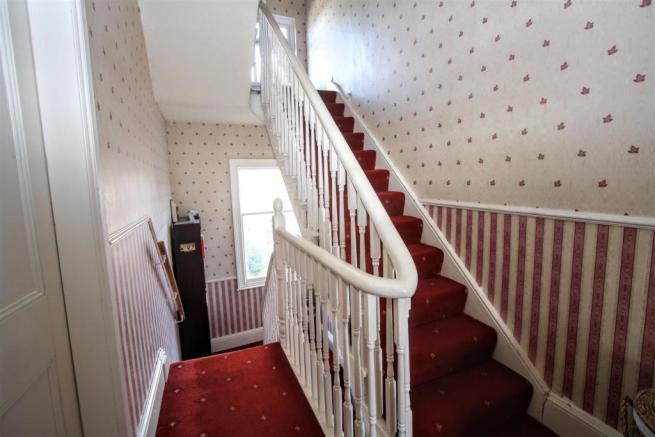 STAIRCASE TO LOWER GROUND