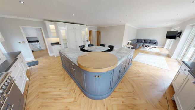 6-Briar-Close-KitchenFamily-Room.jpg