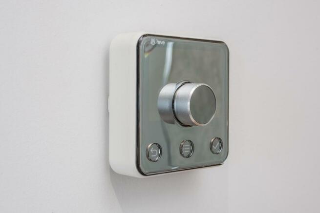 (24) HIVE Thermostat.jpg