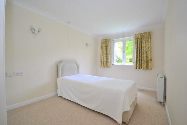 Bedroom (angle 2)