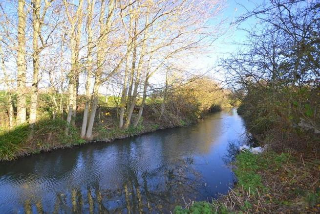 River Ash flowing th