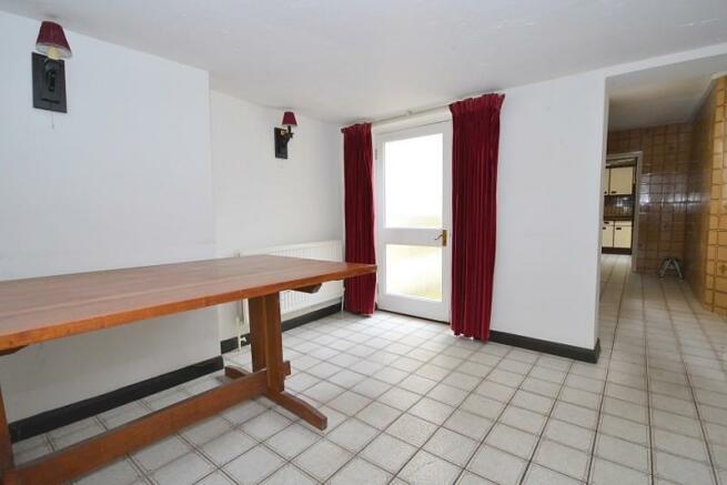 Dining room (angle 2