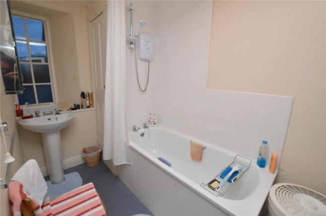 Top Flat Bathroom