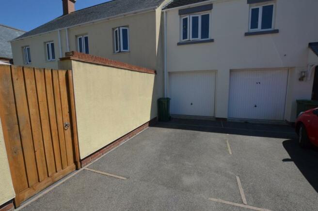 Garage/Parking Space