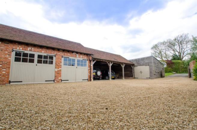 Main Drive & Garages.jpg