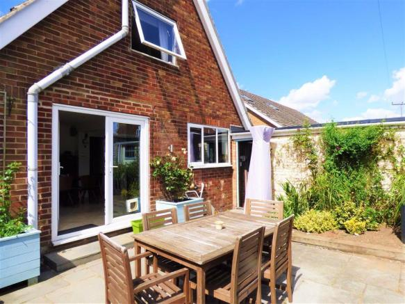 3 bedroom detached house for sale in Plantation Drive ...