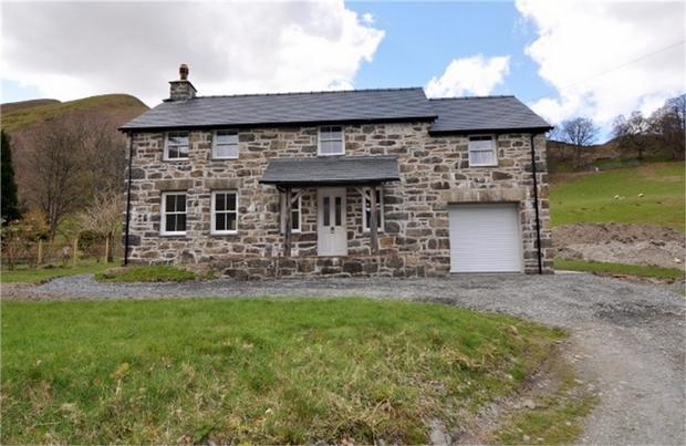 3 Bedroom Detached House For Sale In Llanymawddwy
