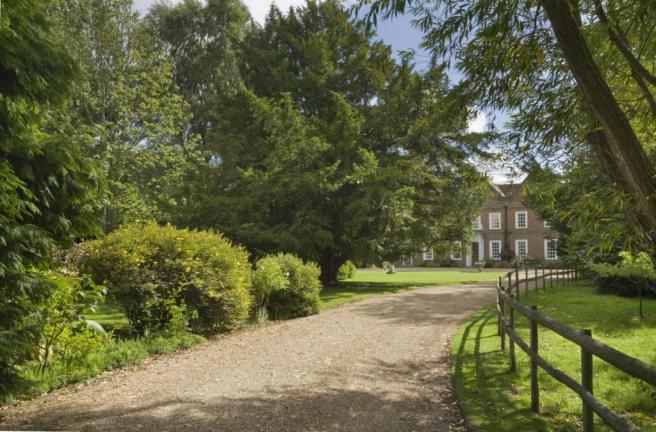 8 Bedroom Detached House For Sale In Hutton Village