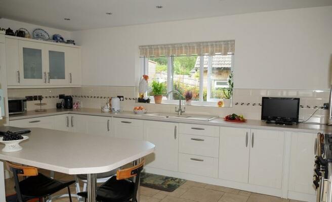 L-shaped kitchen/diner