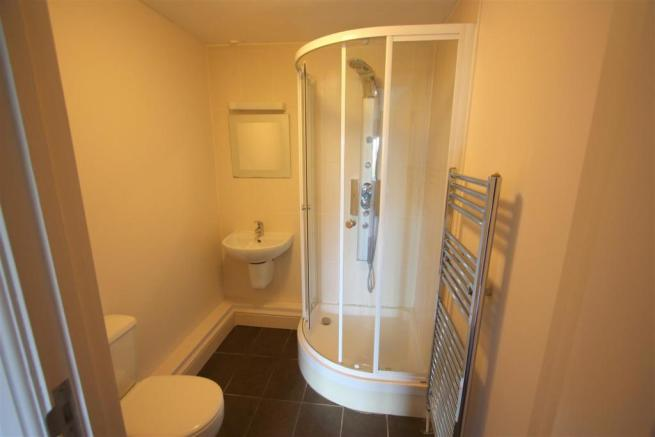 16 Longshore Apartments En Suite Shower