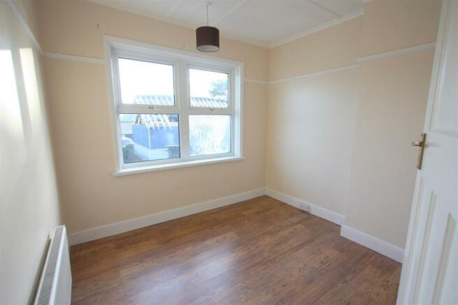 104 Henver Road Bedroom 3.JPG