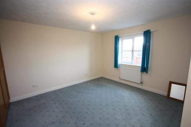 100 Penmere Drive Main Bedroom