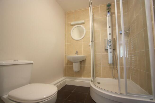 8 Longshore Apartments En Suite Shower
