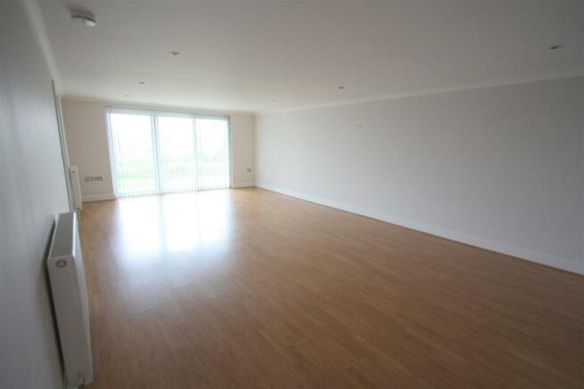 8 Longshore Apartments Lounge