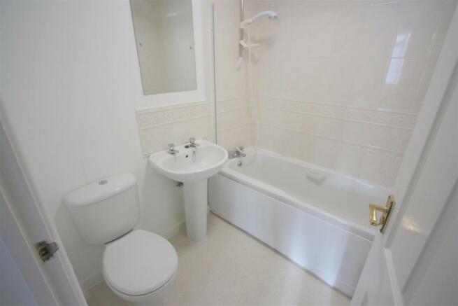 1 Dandre Apartments Bathroom