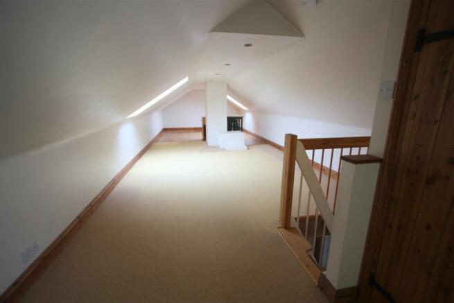Angarreck Loft Room