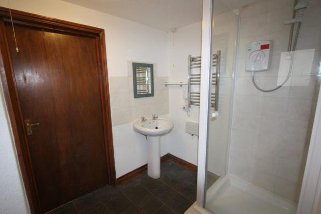 Flat 5, 13 Edgcumbe Avenue Shower Room