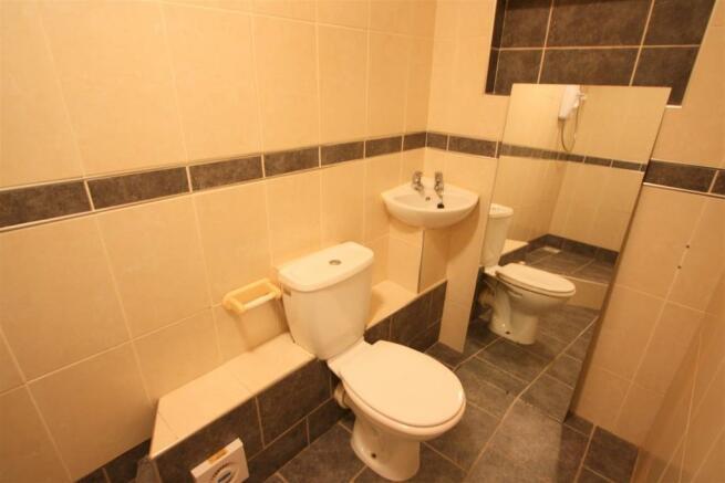 12 Trevanion Court Shower Room