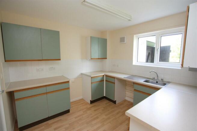 100 Calshot Close Kitchen