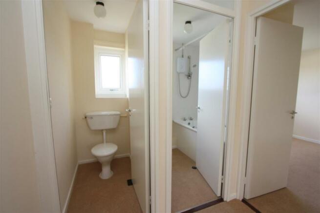 100 Calshot Close Bathroom