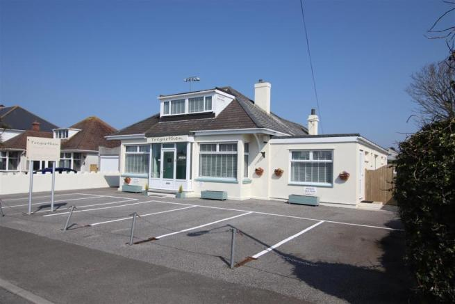 7 bedroom detached house for sale in Arundel Way, Newquay