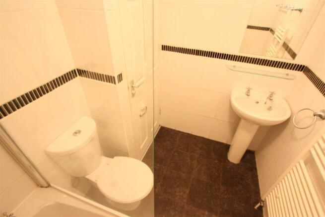 First Floor, 29 Crantock Street Bathroom