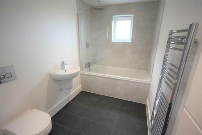 2 Trencreek Heights Bathroom